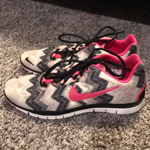 info for ffab4 49846 Nike free 5.0 chevron sneakers size 7